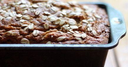 Овсяно - яблочный хлеб.  Этот чудесный хлеб долго не черствеет, а на следующий день его вкус становится более насыщенным, благодаря невероятному сочетанию ароматных пряностей.