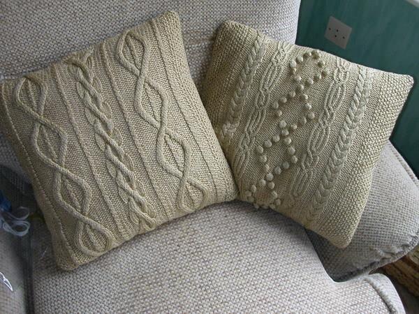 Подушки из старйх свитеров
