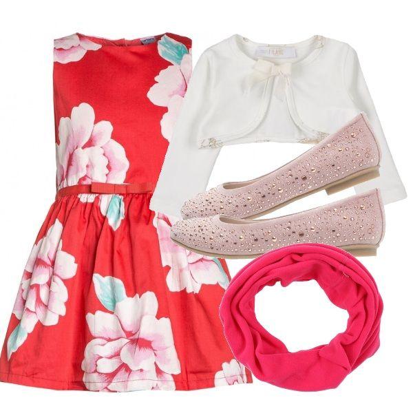 Outfit adatto per un matrimonio di giorno. Vestitino floreale color corallo. Scaldacuore color crema. Ballerine rosa cipria. Scaldacollo color pink. Davvero un completino delizioso per la vostra principessa.