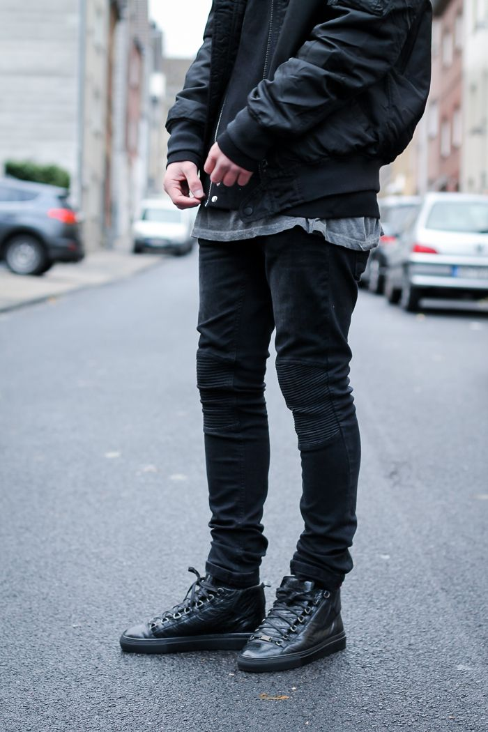 Urban streetwear oufit with a pair of Balenciaga Arena sneaker ;)