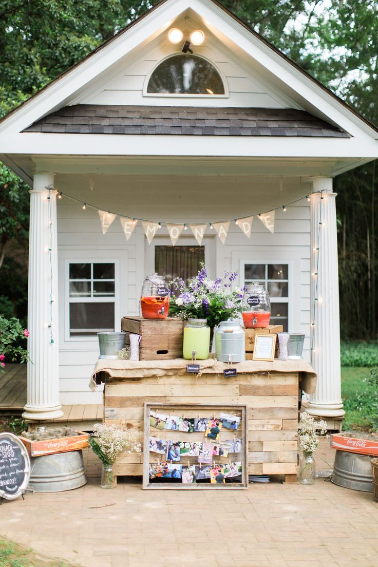 Lemonade stand pallet bar rustic wedding duncan estate for Rustic lemonade stand