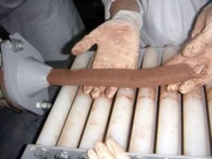 Ladrillos de papel  Los residuos que genera la industria papelera se une al material cerámico que se usa en la construcción. El resultado son unos ladrillos con una baja conductividad térmica, que actúan como buenos aislantes.