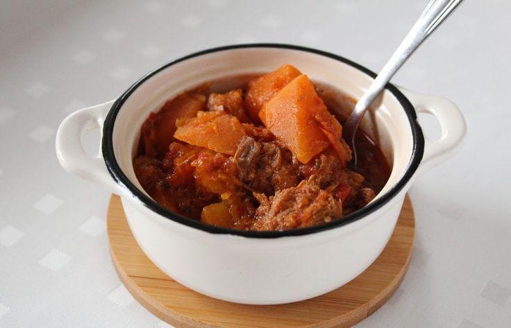 Taco rijst is een recept afkomstig van het Japanse eiland Okinawa. De lokale bevolking heeft dit recept ontwikkeld voor de Amerikaanse militairen die gestationeerd zijn op het eiland.