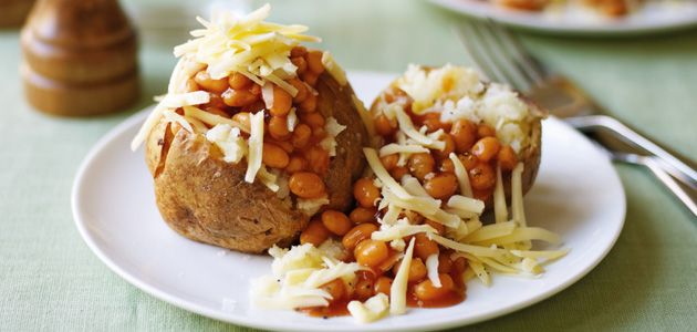 Jacket Potato with Beans & Cheese   Yummy. I miss Baked Potato and baked beans!   I will have to make this soon!