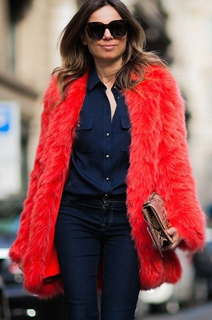 #EricaPelosini rocking red in Paris.