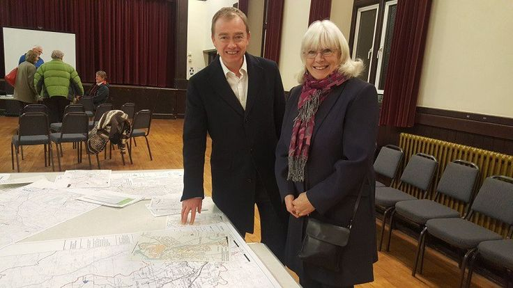 River Kent flood defence plans 'encouraging' https://i0.wp.com/www.cumbriacrack.com/wp-content/uploads/2018/02/2018-02-08-PHOTO-00000004.jpg?fit=800%2C450&ssl=1 Local MP Tim Farron joined residents yesterday at an Environment Agency drop-in to look at plans for new flood defences along the River Kent.    https://www.cumbriacrack.com/2018/02/09/river-kent-flood-defence-plans-encouraging/