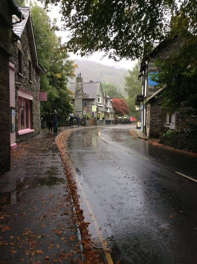 Reddit - raining - Rainy street in England (from /r/cozyplaces)