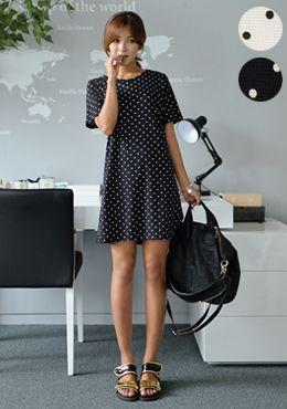 Today's Hot Pick :[Romi]ドットプリントワンピース http://fashionstylep.com/SFSELFAA0014742/romi00ajp/out 大人レトロ雰囲気のワンピース。 たっぷりとしたドット柄が可愛らしい女性に見せます。 形はシンプルで、着脱にもラクチン♪ ラフなフェミカジ系のコーデにぴったり合うワンピースです。 ◆2色:ブラック,ホワイト