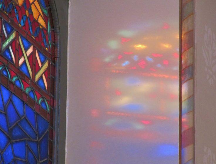 Hellän hiljaisen rukosulaulun viikottain kokoontuvat kurssit Daikonissalitoksen kirkossa Helsingissä syksyllä 2014