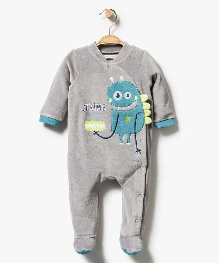 """<p>Bébé sera monstrueusement craquant avec ce dors-bien en velours !</p> <p>Pyjama bébé garçon. Ouverture du col au pied, ultra-pratique. Boutons-pression. Motif monstre avec détails en relief. Inscription """"j'aime mon petit monstre"""".</p>"""