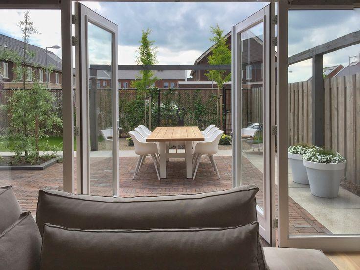 25 beste idee n over tuindeuren terras op pinterest terrasdeuren en franse schuifende deuren - Terras teak zwembad ...