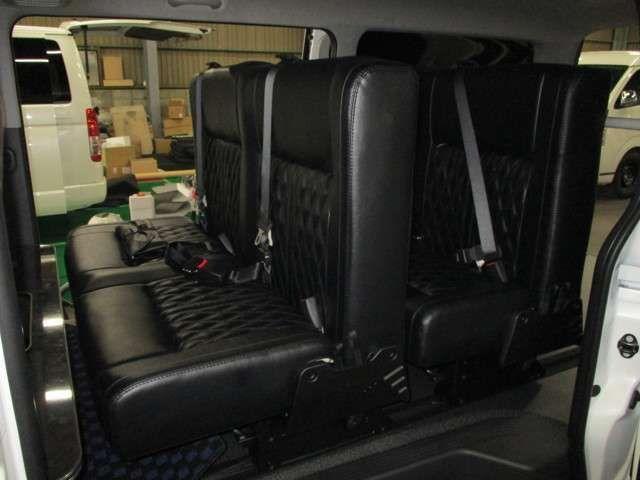 Feelオリジナルシートアレンジ4ナンバーのまま8名乗車可能なトランスフォーム 3列シート ハイエース 中古車 シート