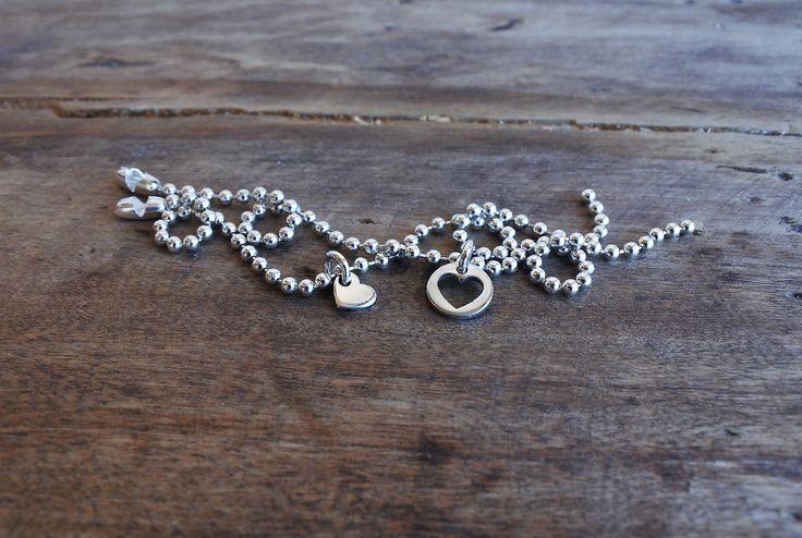 Coppia di bracciali da dividere in argento 925. I due ciondoli sono complementari e si incastrano perfettamente fra loro!
