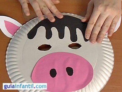 Máscara de vaca con plato de papel. Manualidades de Carnaval