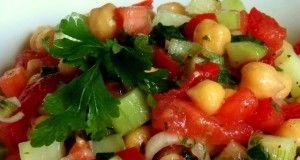 Salata od slanutka sa povrćem