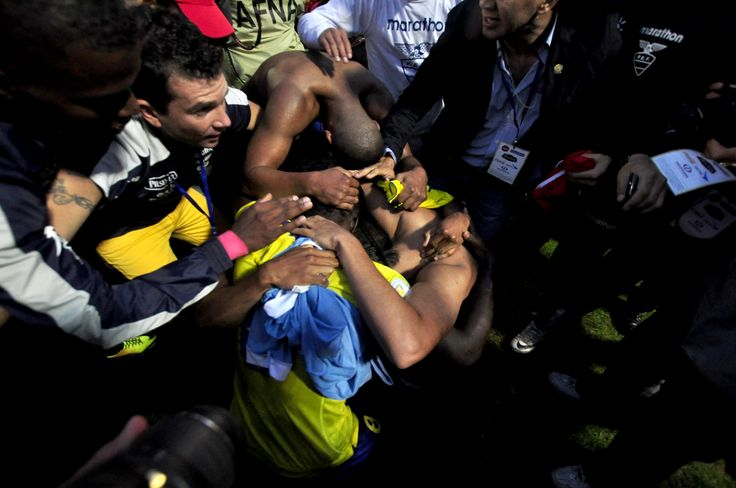 Varios seleccionados se abrazaron y lloraron al finalizar el partido.
