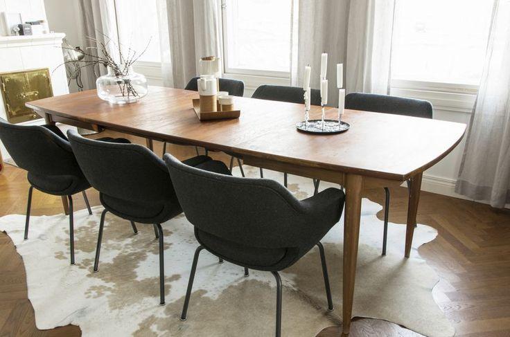 Oikotie - Kotiin – Blogit | KOTIKIIKARISSA – Virastosta paraatipaikalle - uudelleenverhoillut Kilta-tuolit
