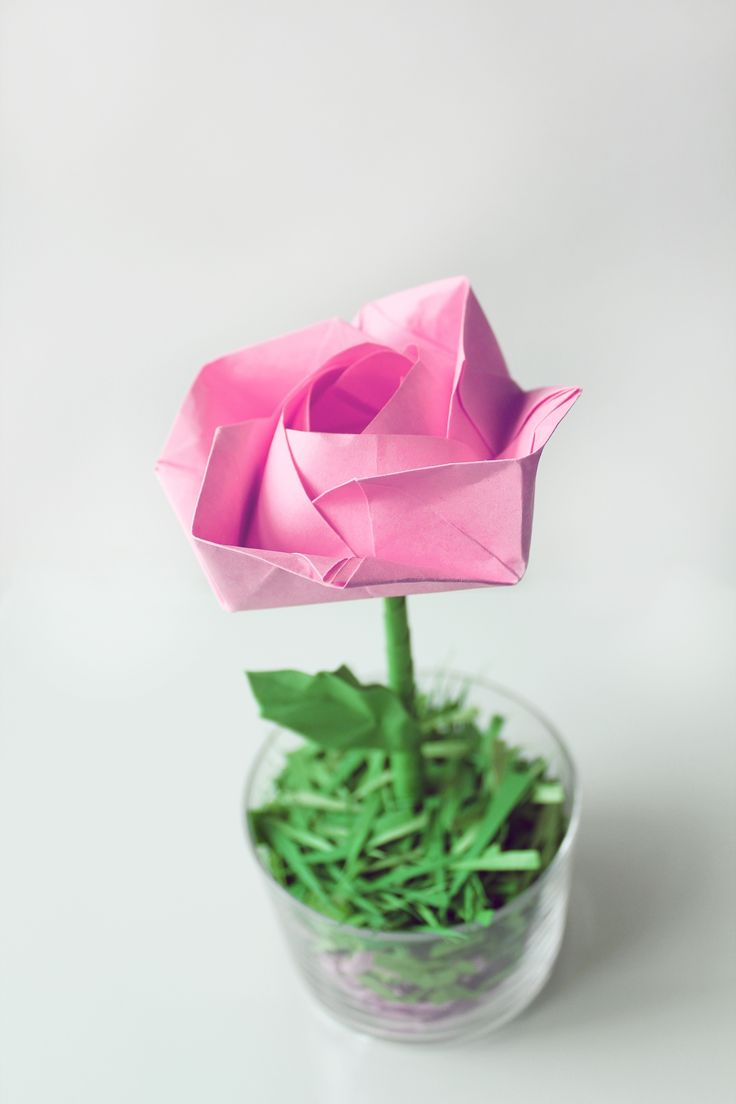 Pink origamy paper rose. Easy to make and look so pretty!