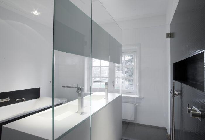Indeling met twee beschikbare muren en toch douche bad en wasbak boven pinterest villas - Verschil tussen badkamer en badkamer ...