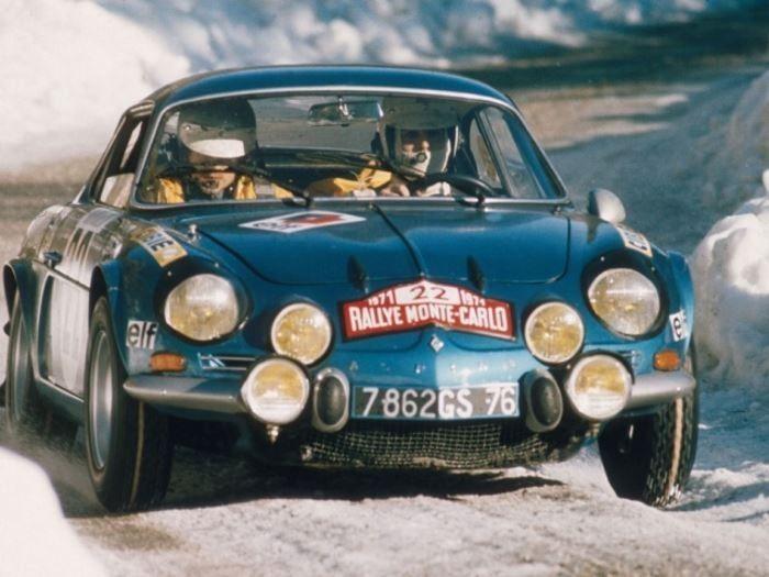 Renault Alpine - Solo : Plaque décorative rétro en métal représentant une Renault Alpine A110. Idéal pour créer une décoration vintage dans un garage, un atelier de réparation, untroquetou même dans une concessionauto.