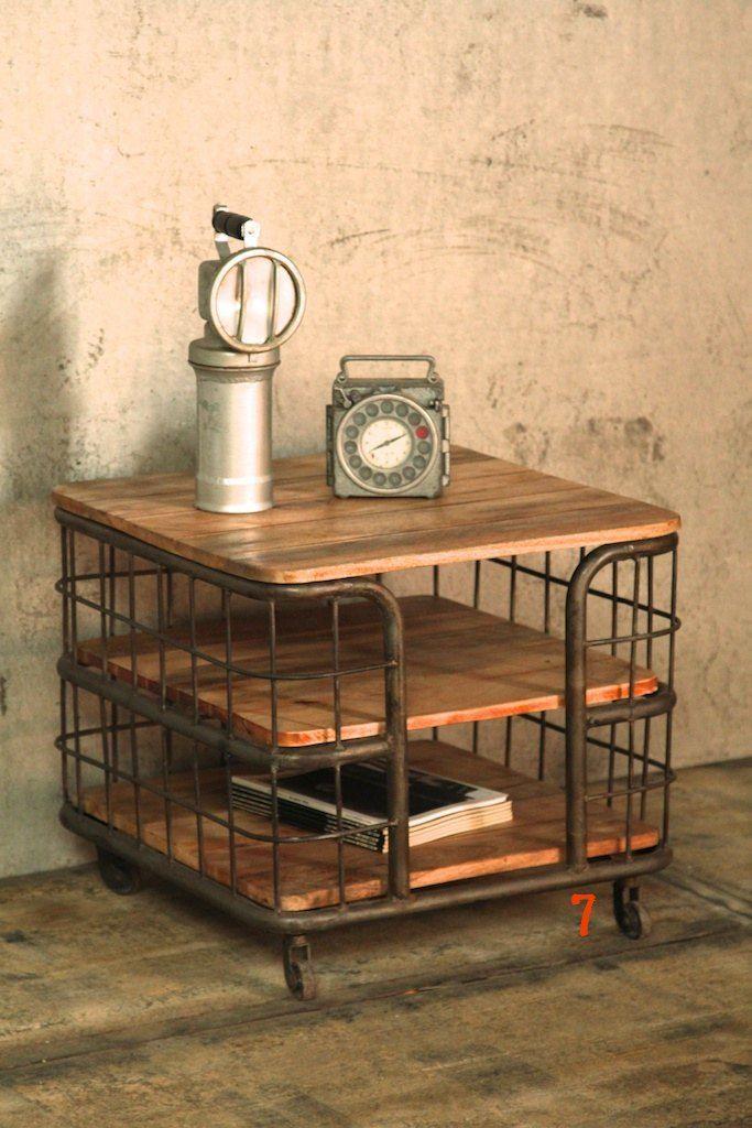 Table d 39 appoint industrielle meuble industriel de salon for Table d appoint salon