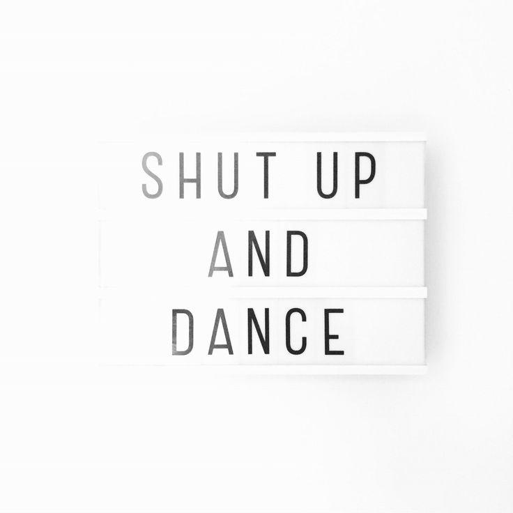 En het is weer motivatie maandag! Nu de heftige twee weken achter de rug zijn weer tijd voor een flinke dosis positiviteit. Genoeg om dankbaar voor te zijn! Dus mondje dicht en voetjes in de lucht! Fijne week ❤️ Liefs, Debbie.  • #shs #studiohappystory #happystorycakes #cakes #taart #cakestudio #designercakes #creativecakes #girlboss #momo #motivationalmonday #motiverendemaandag #maandag #monday #motivation #lovelylittlelightbox #happyandsweet #glorioussweets