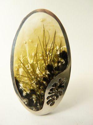 Casa Kiro Joyas. 2013. Brooch. Resin, silver, fennel, quinua, 22k gold leaf