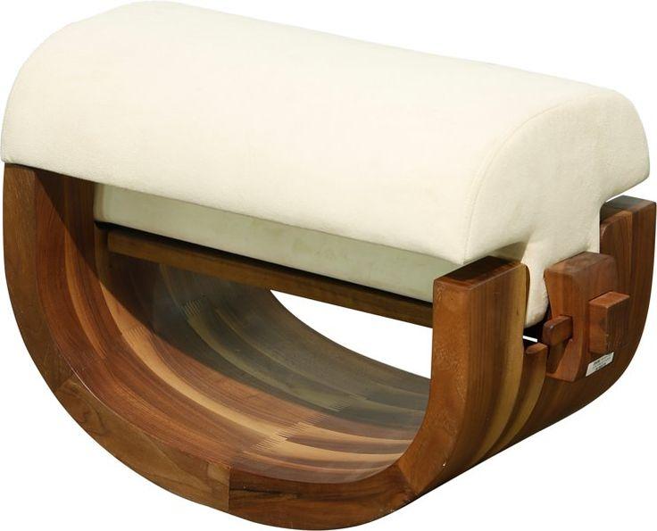 Mobiliario, Una Xue Wenjing nuez y Velvet tapizada otomana de Serie thewood, alrededor del año 2012. 15-1 / 2 hx 25 de ancho x 12 inc d ...