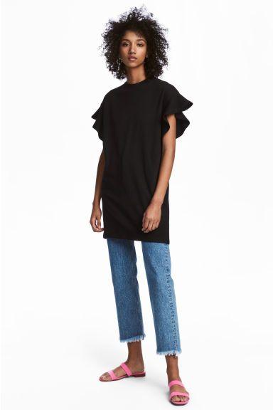 Short dress Model