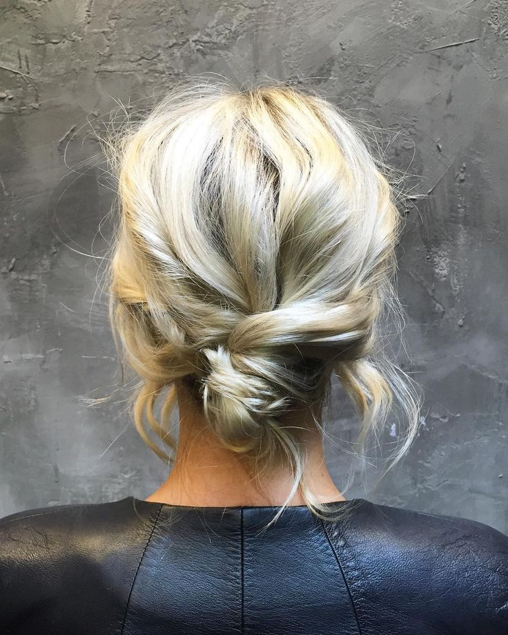 Coup de coeur pour ce chignon bas messy @hairby.angie