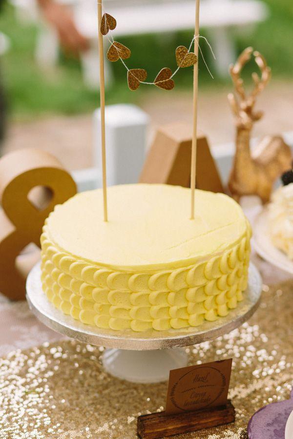 Deze citroencake met lavendel is heerlijk zomers en perfect als bruidstaart!