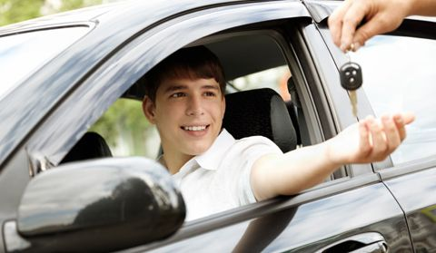 Driving School Calgary welcomes all those individuals aspiring to be an excellent driver on Canadian roads. We are Calgary's finest car driving school serving safe and effective car driving programs.