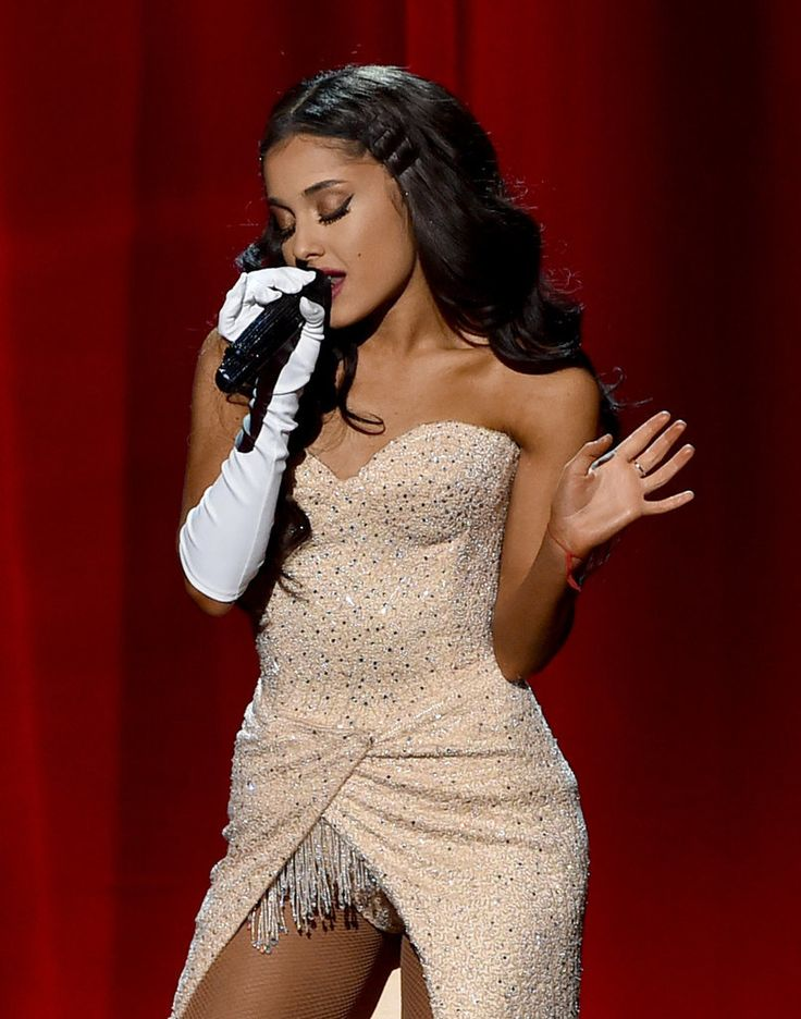 There Was Something Very Different About Ariana Grande's Hair at the AMAs
