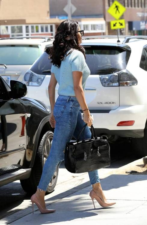 Selena Gomez Curves And Shapely Legs In Skinny Jeans