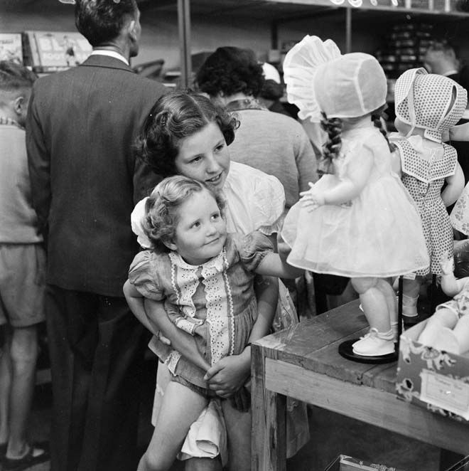 Christmas shopping, 1956
