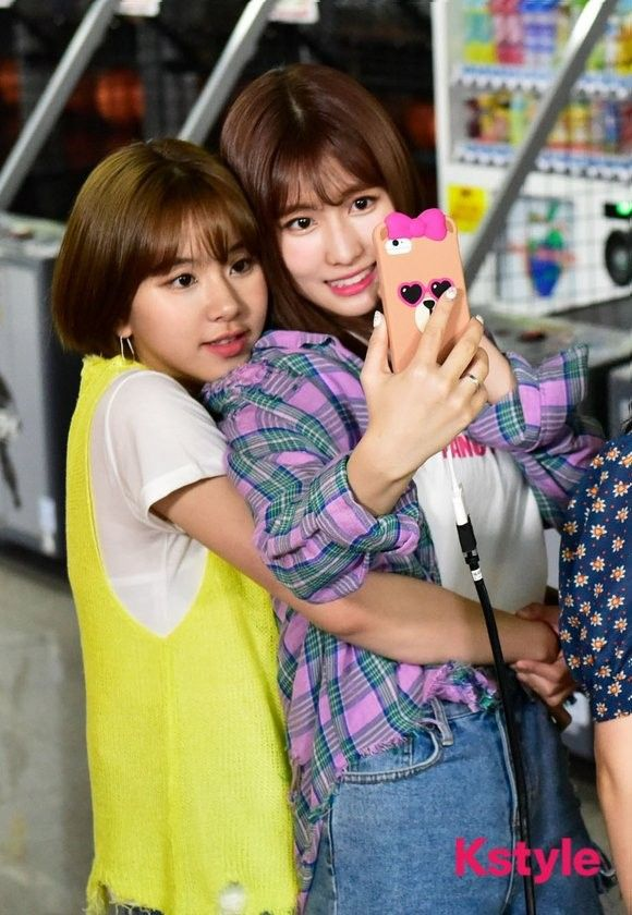 TWICE | Chaeyoung and Momo taking a selfie ❤