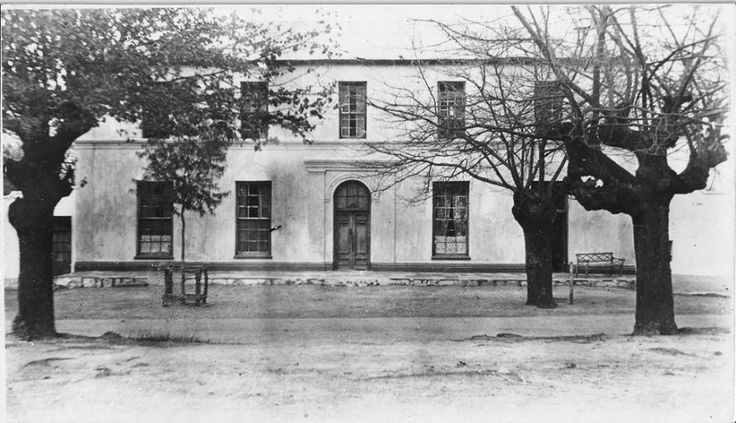 On 28 October 1971 the Afrikaanse Taalmonumentkomitee bought the historic house which Gideon Malherbe, affluent Paarl farmer and businessman built for himself c.1860, at public auction for R30,000.