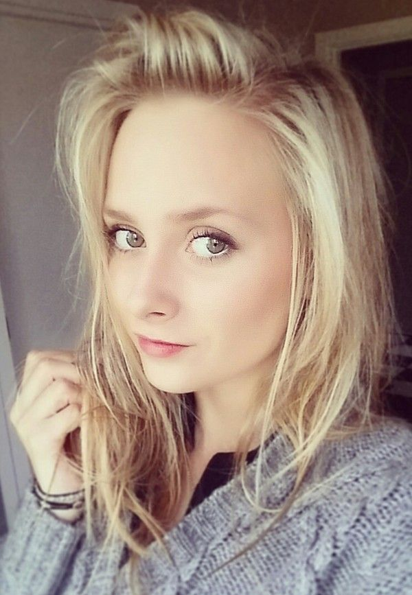 #tinted #lips #thin #grey #cosy #cardigan #blonde #messy #hair