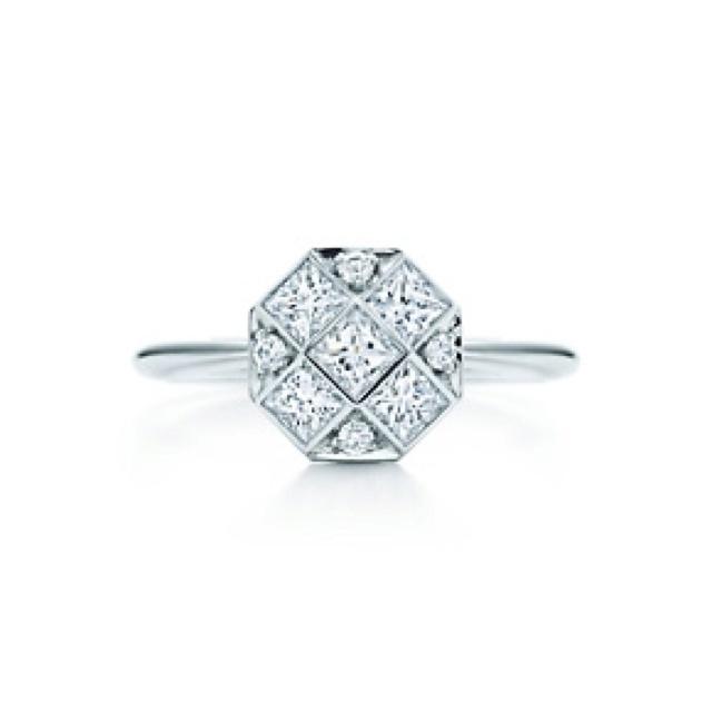 Tiffany mosaic ring. Want!