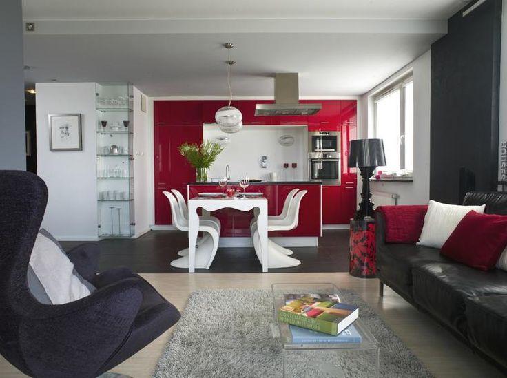 Otwarty salon z kuchnią i jadalnią