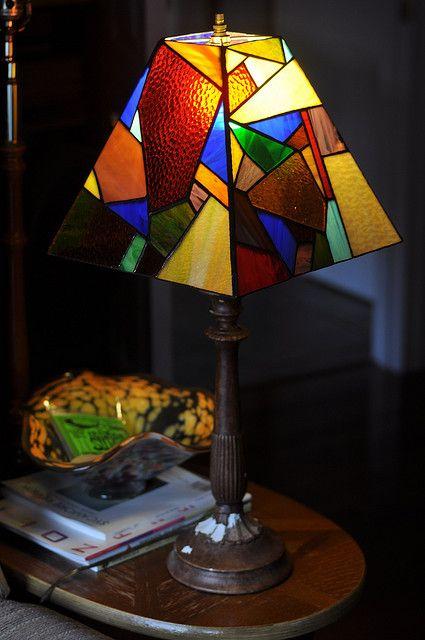 les 68 meilleures images du tableau lampe vitrail sur pinterest projets de vitraux bougeoirs. Black Bedroom Furniture Sets. Home Design Ideas