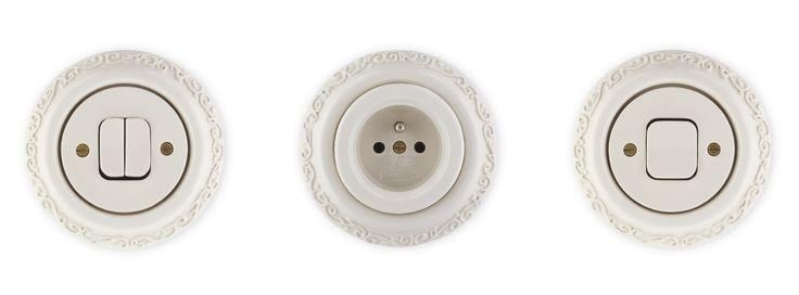 Porcelánové zásuvky a vypínače Mulier Ornament bílé.