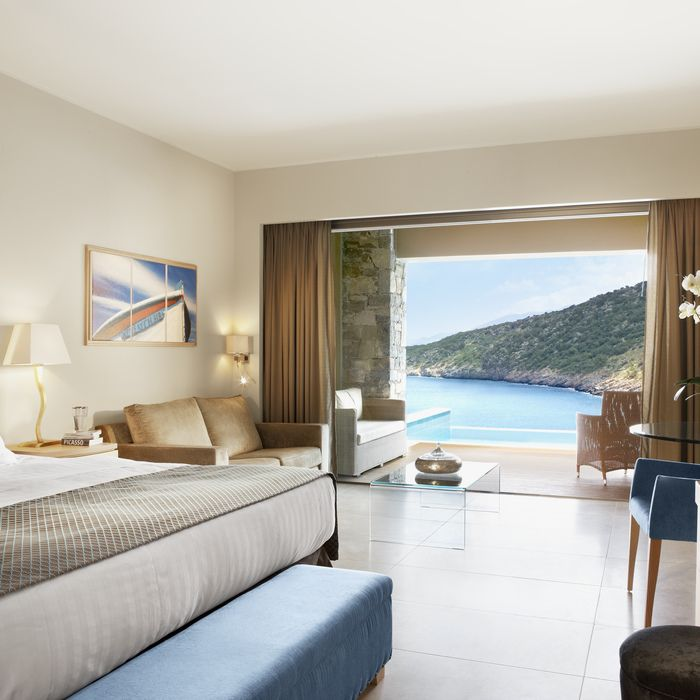 """""""When was the last time you treated yourself to a dreamy escape? Book now our Spring and Summer offer and get up to 20% discount, 300 euros resort credit, free Half Board upgrade & Free Airport Transfer"""