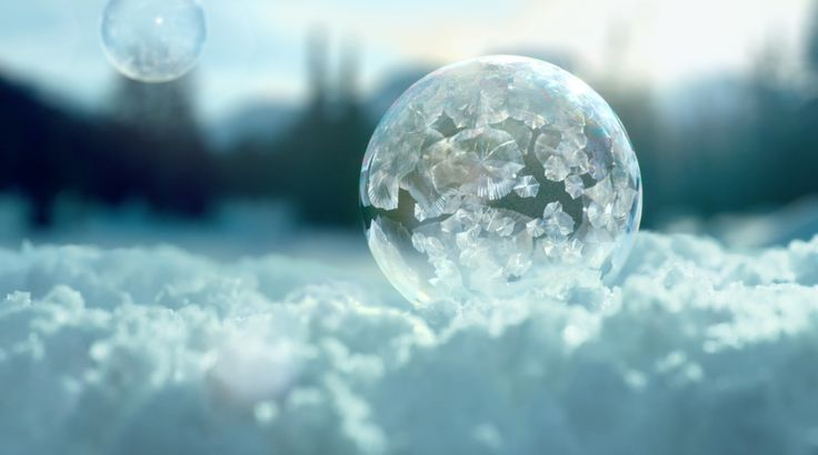 "Read more: https://www.luerzersarchive.com/en/magazine/commercial-detail/sony-electronics-56640.html Sony Electronics Sony: ""Ice Bubbles In 4K""# Soap bubbles are not an everyday sight in winter, making the children all the more amazed to see these filled with ice crystals. A spot for the new 4K Ultra HD TV from Sony. Tags: Ben Tollett,Leila De Blinkk,Damien De Blinkk,Sony Electronics,Wanda, London,Chris Bowsher,Frances Leach,adam&eveDDB, London"