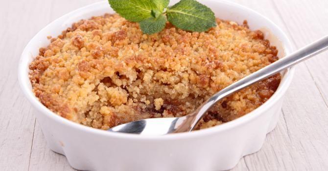 Recette de Crumble léger aux pommes . Facile et rapide à réaliser, goûteuse et diététique. Ingrédients, préparation et recettes associées.