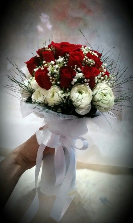 Rose rosse e Ranuncoli. ..
