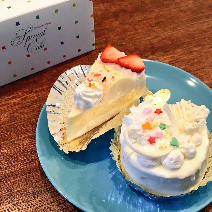 鹿追町の笑福のケーキ。 ショートケーキ欲をも満たしてくれるレアチーズケーキ(左)と、 ホワイトチョコと生クリームが織りなす至福の塔、ホワイトエンジェル(右)