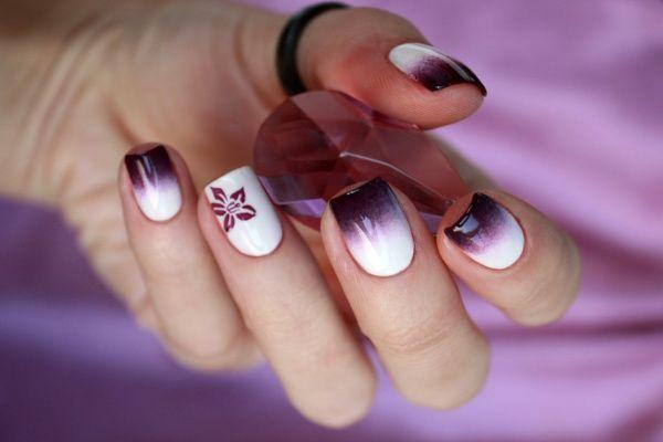 """Бело-фиолетовый градиент. Лак для ногтей """"Roya"""". Белый #23 и #7.  #nailart #nail #nails #маникюр #ногти #лаккдляногтей #roya"""