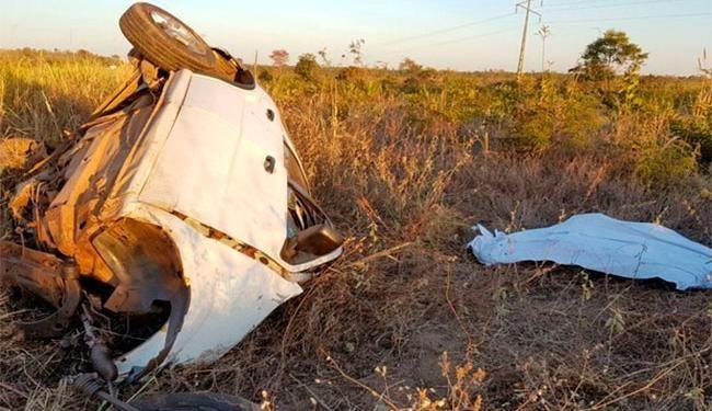 Veículo de passeio bateu com carreta e ficou completamente destruído - Foto: Reprodução | Blog Sigi Vilares