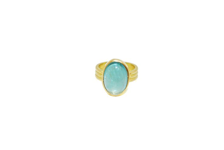 This magical 9 ct gold ring features a clear oval aquamarine cabochon stone in the centre.